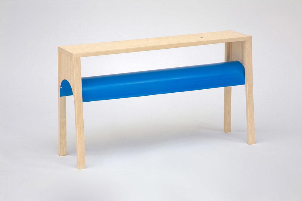 Le prototype du banc VAC est l'un des meubles imaginé en 2008 par Jean-Charles Amey lors de sa recherche action sur les formes primitives de mobilier. Remarqué en 2008 avec une mention spéciale qualité des dessins et des réalisation pour son DNSEP à l'École Supérieure d'Art et de Design de Reims, la série est ensuite exposée à la Villa Noailles en 2009 pour Design Parade.